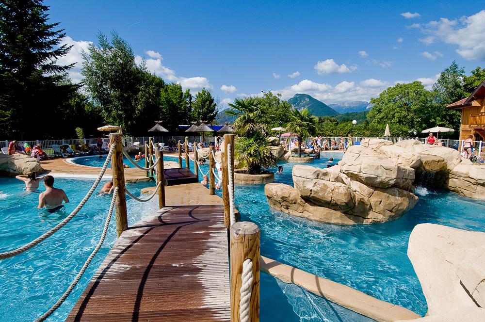 Quels sont les meilleurs campings avec parc aquatique en - Camping lac aiguebelette avec piscine ...